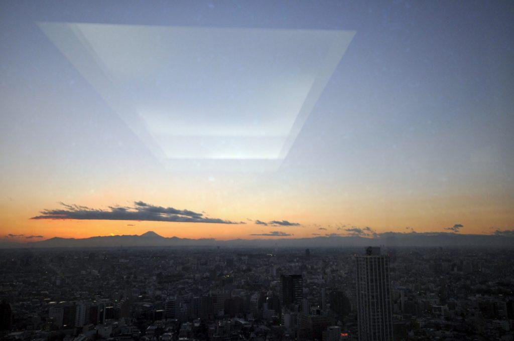 新宿から富士山を望む