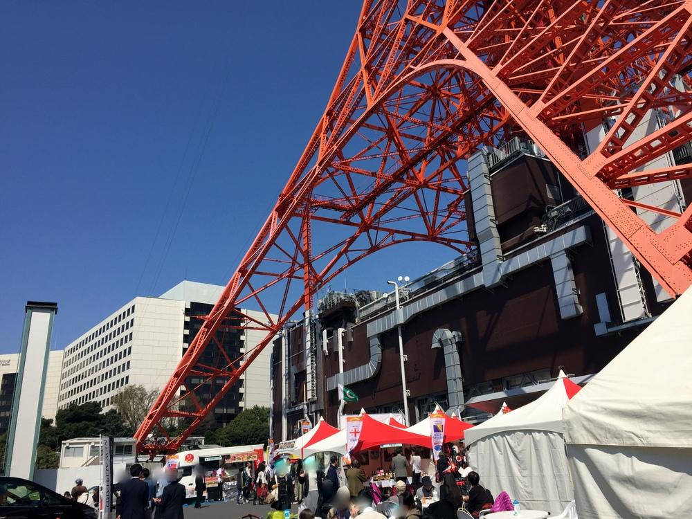 各国の料理が楽しめる飲食ブースは東京タワーの南側